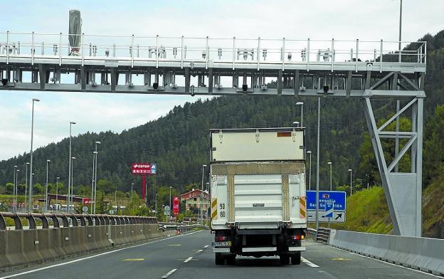 """La justicia """"tumba"""" momentáneamente los peajes de camiones en Gipuzkoa"""