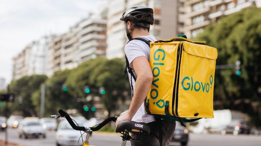 Un fondo inmobiliario suizo invierte 100 millones en 'dark stores' para Glovo