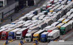 Chapuza Brexit: UK retrasa hasta el 2022 los controles fronterizos para no quedarse sin suministros