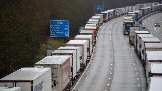 El Reino Unido retrasa la entrada en vigor del control de productos con origen UE
